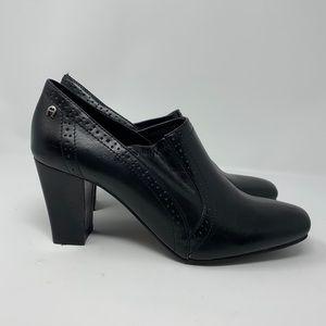 Etienne Aigner Ridley black leather pumps
